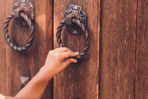 Klopfen an der Tür